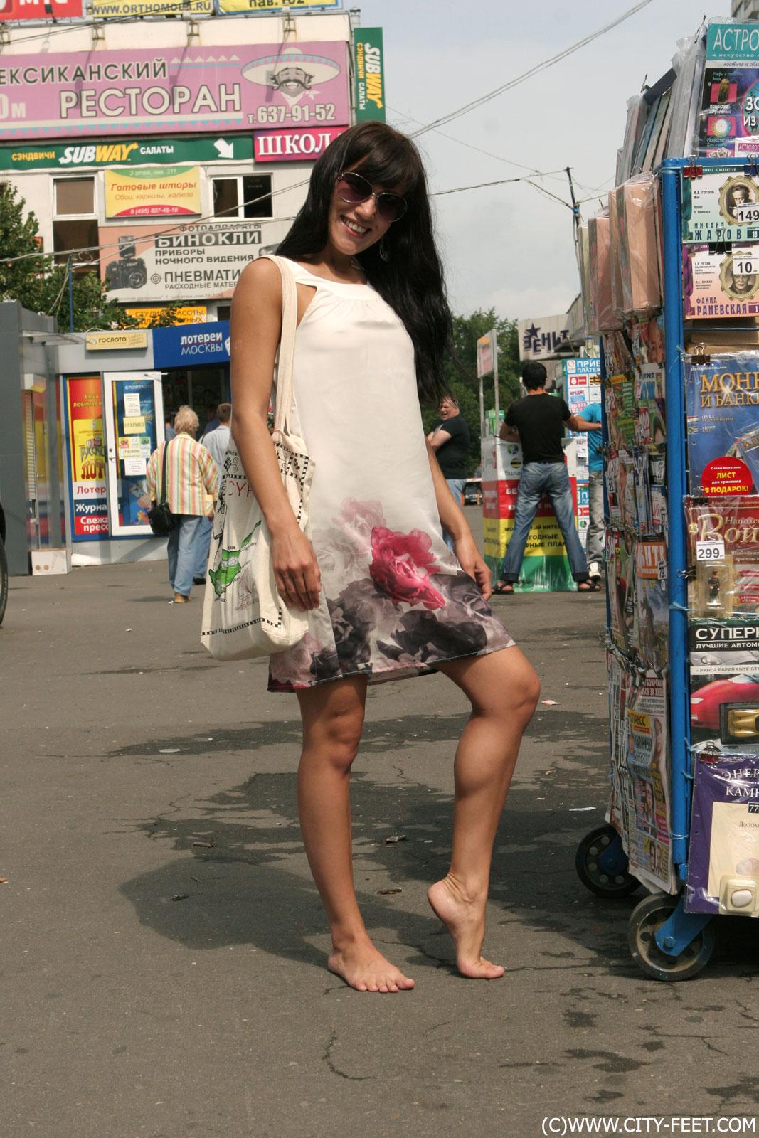 Foot Fetish Forum: Barefoot Urban Girls - weekly update